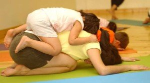 childspose 300x167 mini yogis