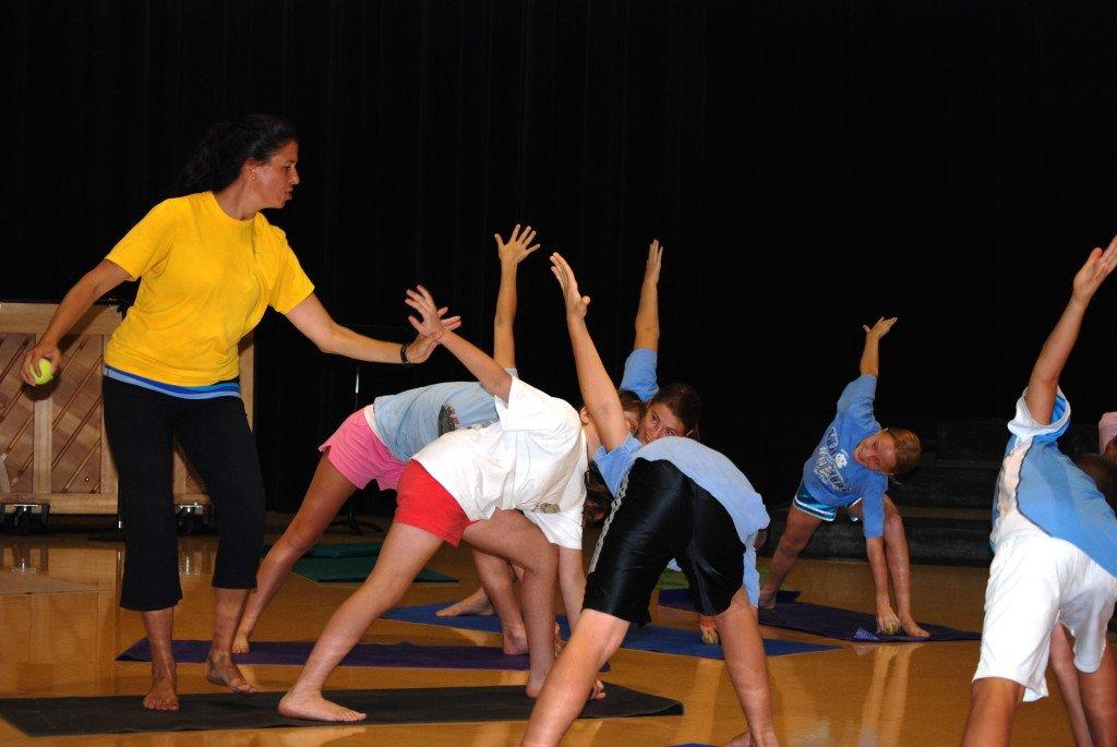yogainschool 1024x685 mini yogis